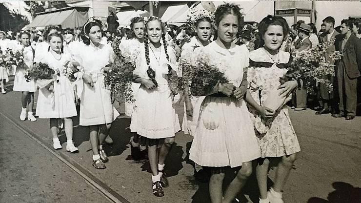 Gertrud Nüsperli ist das Mädchen links hinten mit den Zöpfen.