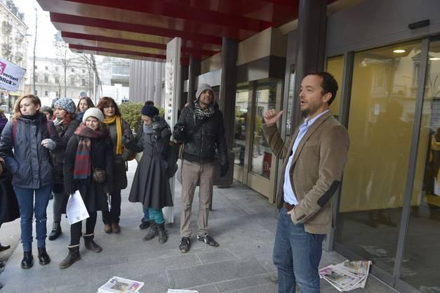 Demonstranten vor Ringier Haus