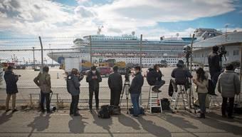 Quarantäne statt entspannte Ferien: 3600 Menschen harren auf dem Kreuzer Diamond Princess vor der japanischen Stadt Yokohama.