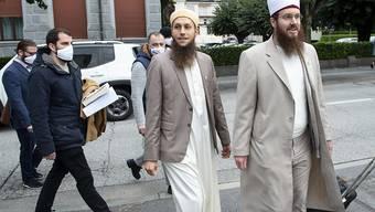 Die Vorstandsmitglieder des Vereins Islamischer Zentralrat Schweiz (IZRS) Qaasim Illi (links) und Nicolas Blancho erschienen am Dienstag nicht zur Urteilsverkündung. (Archivbild)