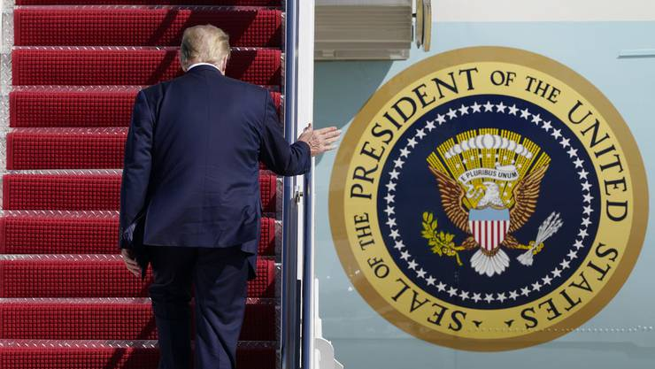 US-Präsident Donald Trump besteigt die Air Force One.