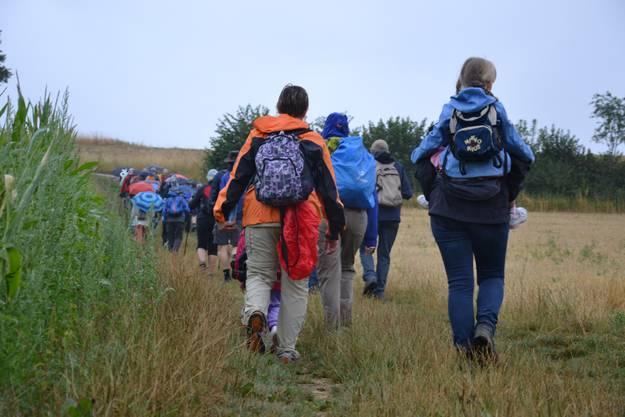 Beim Aufstieg zum Rastplatz Leywald freuten sich die Wanderer vor allem auf die verdiente Mittagsrast.
