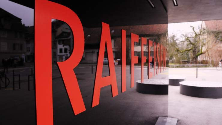 Im Verlauf des Jahres 2018 führen die Raiffeisenbanken im Zurzibiet ein neues Informatiksystem ein und investieren weiterhin in die Bankstandorte. (Archiv)