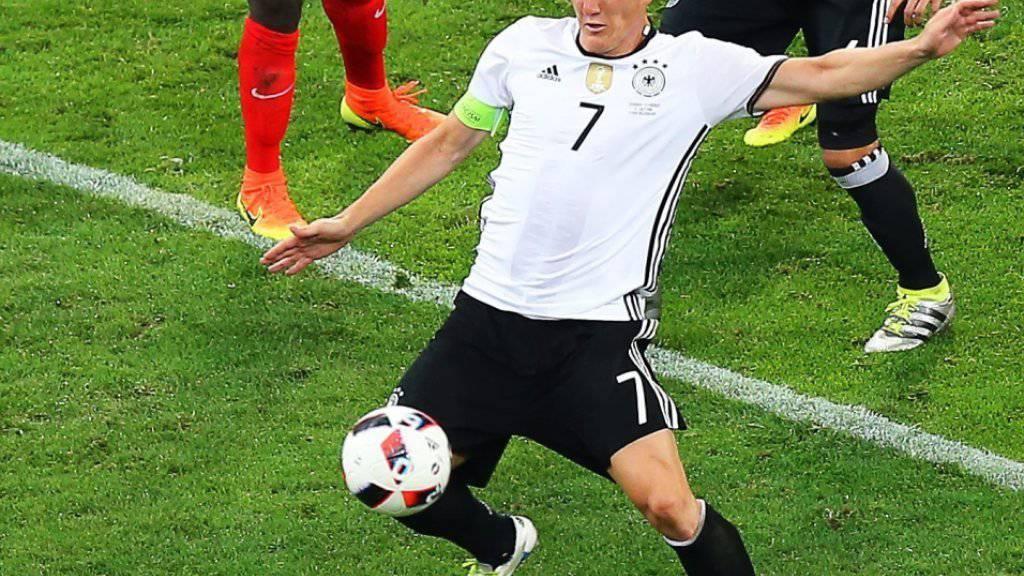 Bastian Schweinsteiger (vorne) beendet seine Nationalmannschaftskarriere