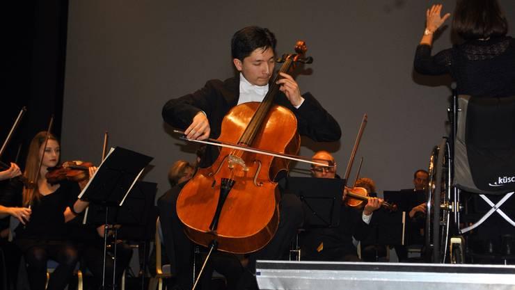 Mit viel Leidenschaft absolvierte Michael Michitaro Luginbühl sein Gastspiel bei Sinfonia Baden am Konzert «Expedition eins» in der Trafohalle.