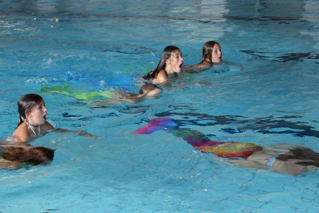 Meerjungfrauen-Schwimmen (© FM1Today)
