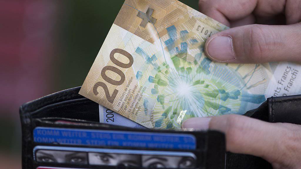 Schweizer Arbeitnehmer sind die Topverdiener in Europa. (Archiv)