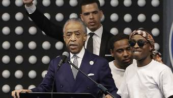 Der Bürgerrechtler Al Sharpton bei seiner Rede an der Trauerfeier in Sacramento.