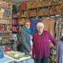 Zwei Generationen im Wollladen: Ruth Fluck und Tochter Sibylle Steiner.