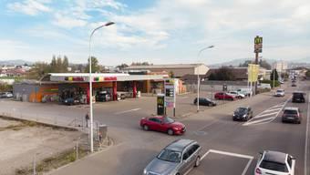 An dieser Tankstelle schoss der Schweizer mit Feuerwerkskörpern auf zwei Männer. (Archivbild)