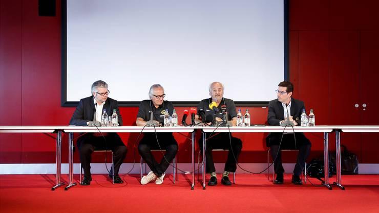 Die Stars der Manege (v.l.): YB-Mediensprecher Albert Staudenmann, Hansueli Rihs, Andy Rihs (mit Ringelsocken) und VR-Präsident Hanspeter Kienberger.