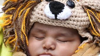 Passanten entdeckten das von den Eltern im Tiershop vergessene Baby schlafend in einem Korb. (Symbolbild)