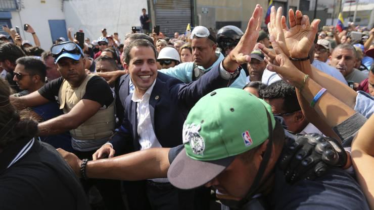 In Venezuela hat Oppositionsführer Juan Guaido (im Bild) am Dienstag die Schlussphase in dem seit Monaten tobenden Machtkampf mit Präsident Nicolas Maduro ausgerufen.