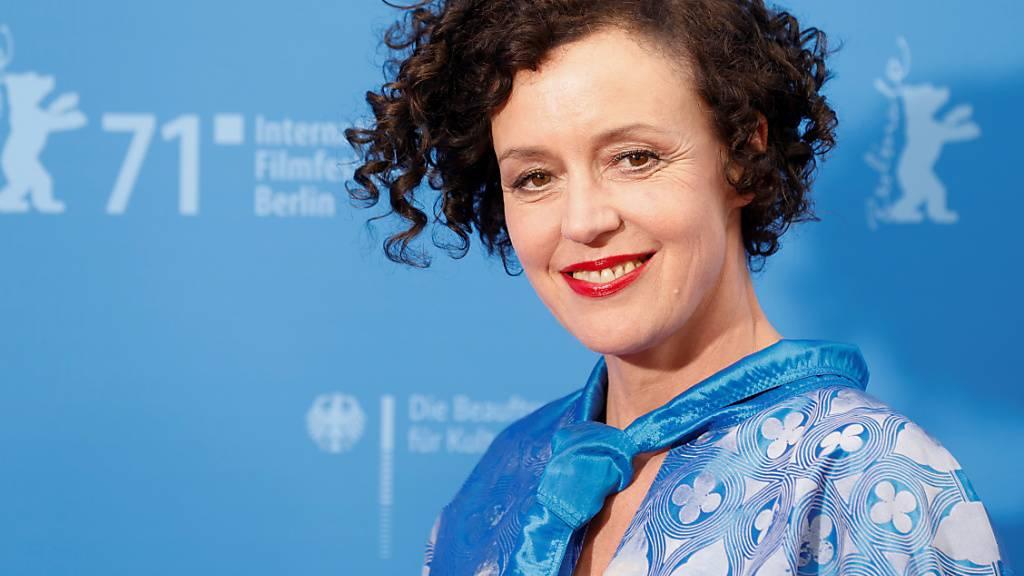 Regisseurin Maria Schrader kommt zu einer Vorführung des Films «I'm Your Man» bei den 71. Internationalen Filmfestspielen Berlin. Foto: Axel Schmidt/Reuters/Pool/dpa