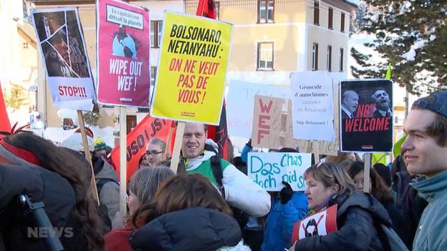 Juso demonstriert in Davos gegen WEF