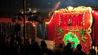 Kasperli durfte in seinem Zelt viele grosse und kleine Zuschauer begrüssen.