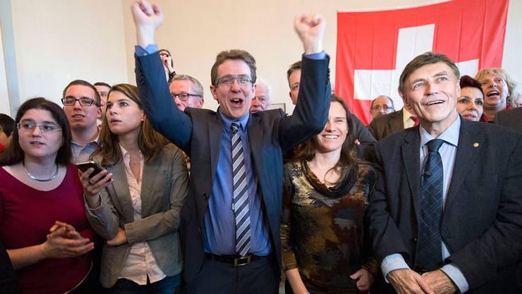 Am 9. Februar 2014 brachte die SVP die Masseneinwanderungsinitiative durch - Parteipräsident Albert Rösti jubelt. Doch die SVP gab sich damit nicht zufrieden und lancierte zusätzlich noch die Begrenzungsinitiative, über die am 27. September 2020 abgestimmt wird.