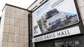 Das Kongresszentrum in Montreux erfüllt die heutigen Brandschutzvorschriften nicht mehr. Es muss renoviert werden. Nach dem knappen Nein der Stimmbevölkerung zum Kredit sind zahlreiche Beschwerden eingereicht worden.