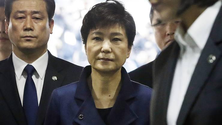 Park Geun Hye (Mitte) vor dem Gericht in Seoul (Aufnahme vom März 2017).