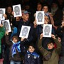 Fans von Napoli solidarisieren sich mit ihrem Spieler Kalid Koulibaly - der italienische Fussball bekommt das Rassismus-Problem aber nicht in den Griff