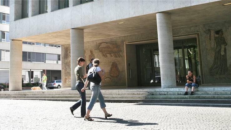 Das Kollegiengebäude der Uni Basel am Petersplatz.