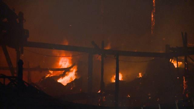 Lodernde Flammen in Densbüren.