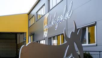 Mehrere Milchlieferanten haben den Geschäftsführer der Milchgold Käse AG angezeigt.