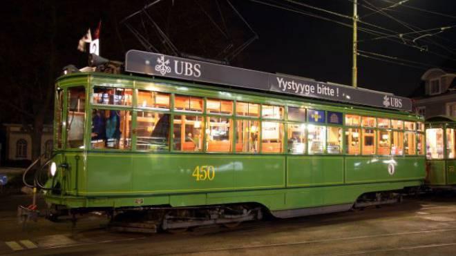 Erinnerung an die guten alten Zeiten: Das «Dante-Schuggi»-Tram wird 100-jährig und soll am kommenden Wochenende gefeiert werden. Foto: Bildarchiv BVB