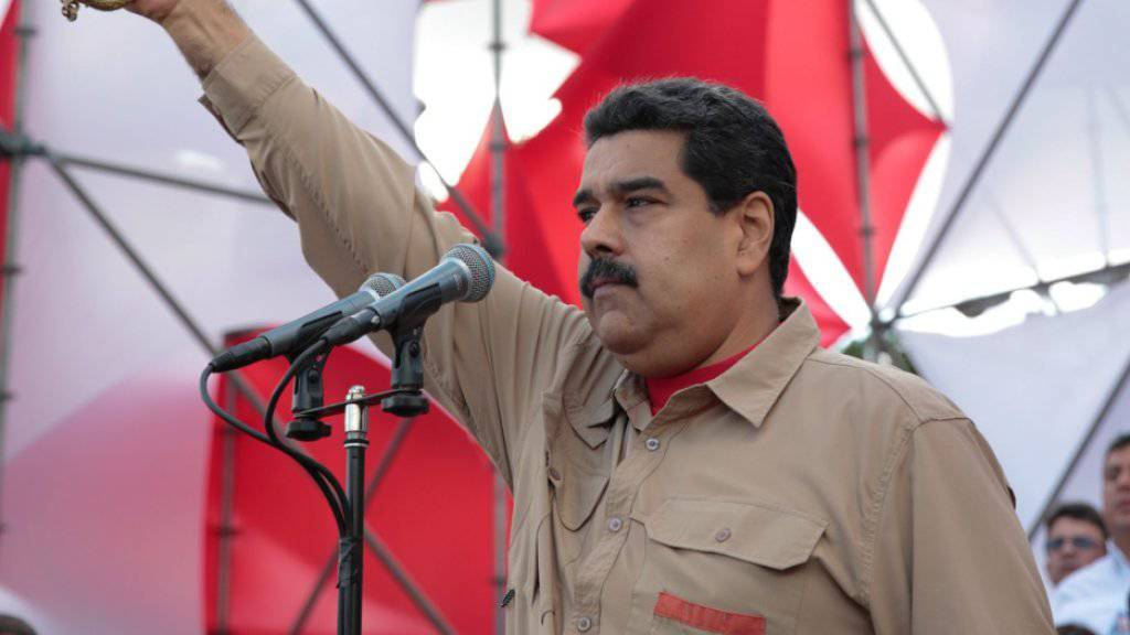 Vorwärts, Marsch und zurück: Venezuelas Präsident Maduro gibt Geldscheine wieder frei.