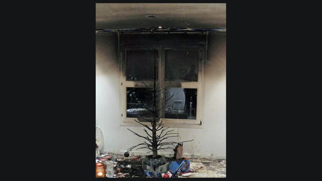 Christbaum fängt Feuer – wegen echten Kerzen