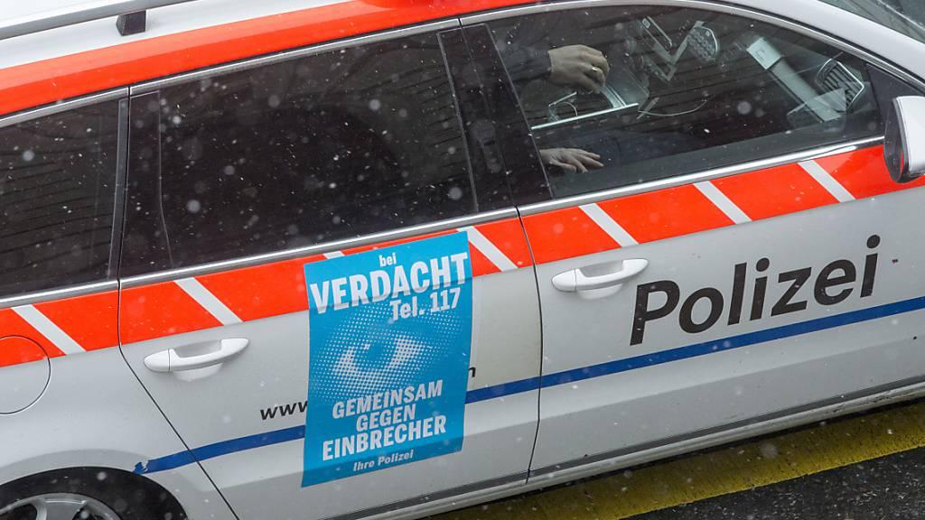 Die Zuger Polizei kontrollierte ein Auto, an dessen Steuer ein 17-Jähriger sass (Archivbild).