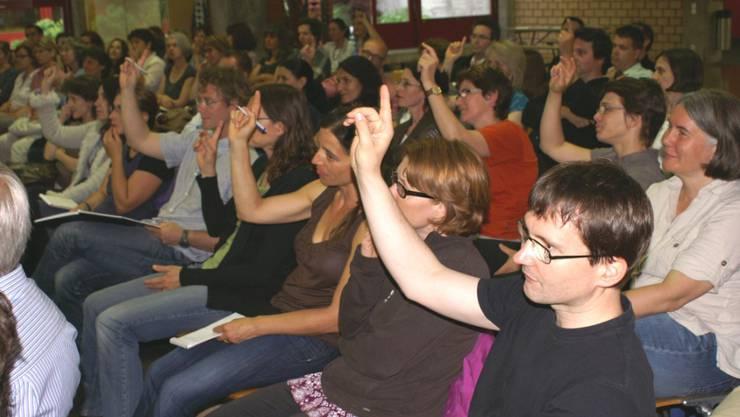 Die Referentin befragte die Zuhörerinnen und Zuhörer nach ihrer Meinung