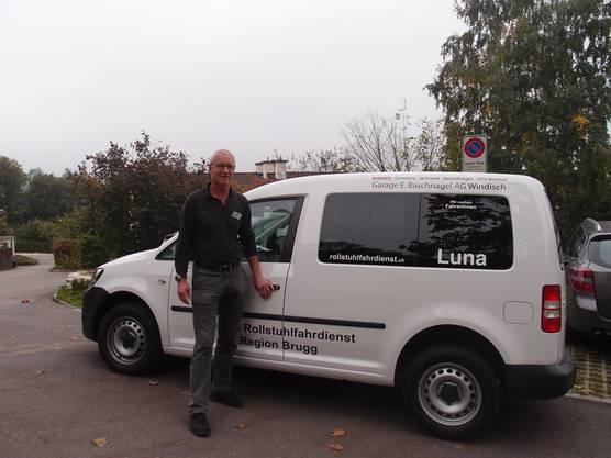 Ernst Meier, Präsident des Vereins, wartet auf den ersten Fahrgast