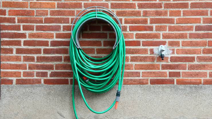 Ein in Lenzbrug wohnhafter Hausbesitzer trieb es mit seinem Putzfimmel ein bisschen zu weit. (Symbolbild)