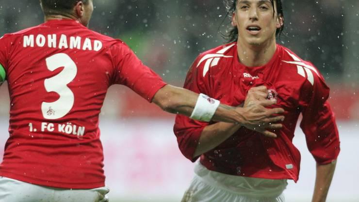 Pedro Geromel (r.) jubelt ueber seinen Treffer zum 1:1 mit Youssef Mohamad.