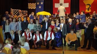 Eine ganze Reihe verdienter Personen, die aus Möhlin oder einem Möhliner Verein wurden am Neujahrsapéro geehrt. – Foto: chr