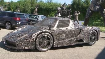 Bei der Recycle Art in Hermetschwil steht ein echtes Bijou in der Werkstatt. Der Künstler Peter Lötscher hat einen Ferrari aus Schrott gebaut.