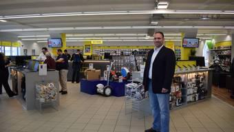 Geschäftsführer Patrick Ulrich in der Steg Filiale am Dreispitz.