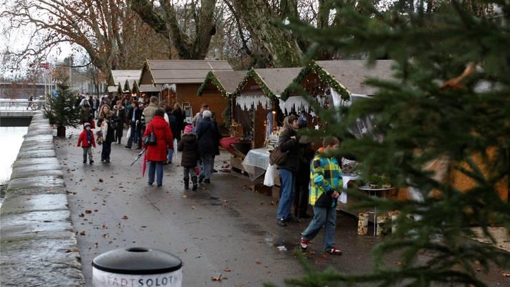 Die ersten Stunden des Wiehnachtsmärets blieben noch trocken und sorgten für Flanierstimmung.ak