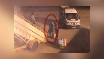 Passagiere übergeben sich wegen Körpergeruch eines Fluggastes