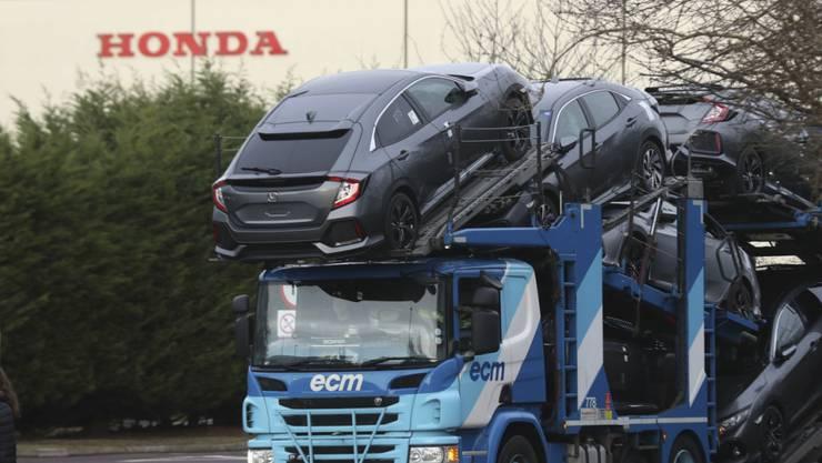 Ein Transporter vor der Honda-Autofabrik im westenglischen Swindon.