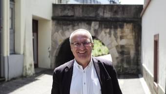 «Mit Humor kommt man in der Politik einfacher zu Lösungen»: Daniel Münger vor dem Regierungsgebäude.