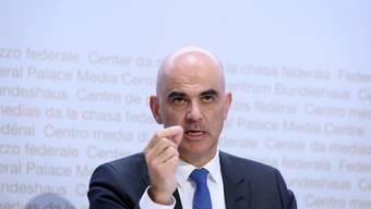 Bundesrat Alain Berset zeigt sich optimistisch, dass die Schweiz frühen Zugang zu einem Covid-19-Impfstoff erhält.