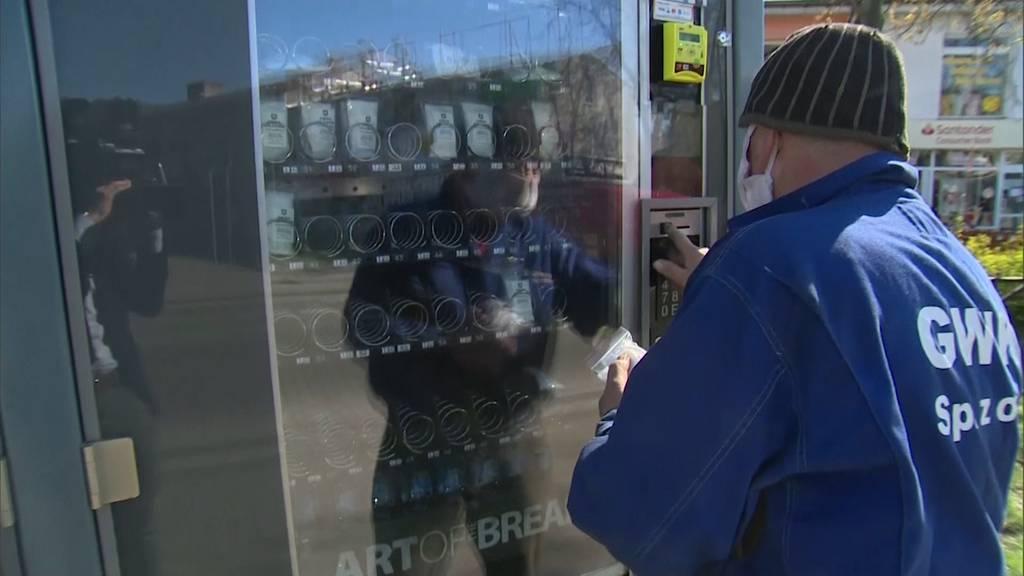 «Maskomat»: Automat liefert Masken statt Snacks