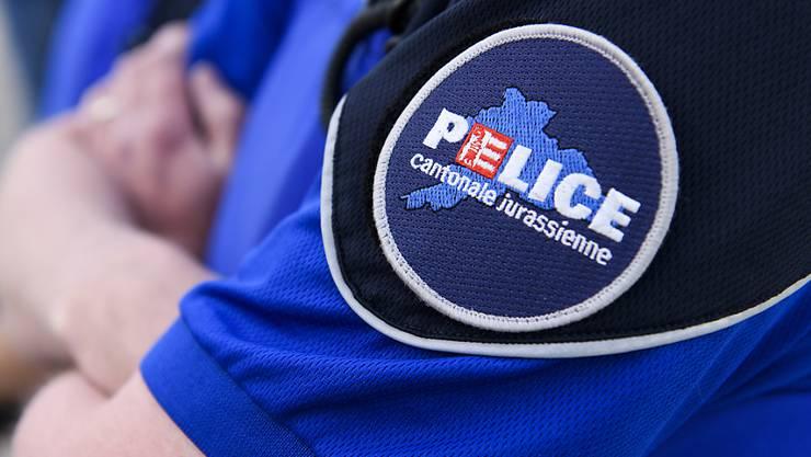 Polizisten im Jura nahmen bei Delsberg zwei Autodiebe nach einer rasanten Verfolgungsjagd fest. (Symbolbild)
