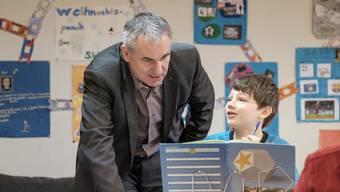 Für die Primarschule – hier Bildungsdirektor Alex Hürzeler 2016 in Unterkulm – bringt der neue Lehrplan mehrere Änderungen.