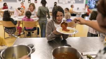 Essensausgabe in einem Hort: Wie die Hort-Tarife in Schlieren ausgestaltet sein sollen, ist umstritten.