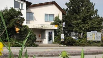 Ein öffentlicher Tatort: An der Bushaltestelle in Riniken erschoss Arfim M. 2009 seine Ehefrau.