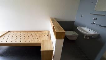 Blick in eine Zelle der Justizvollzugsanstalt Thorberg: Die Thorberg-Geschäftsleitung anerkennt die Forderung von Häftlingen nach einem Beziehungszimmer. (Archivbild)