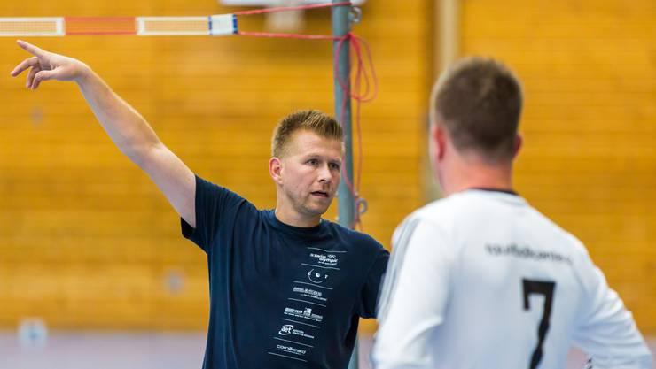 Trainer Christian Zbinden konnte das Spiel gegen Jona nicht wie gewohnt von der Seitenlinie aus verfolgen, sondern musste als Angreifer auf dem Spielfeld auflaufen.